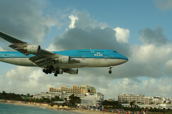 photos/mainmenu/SXM_747_landing.jpg